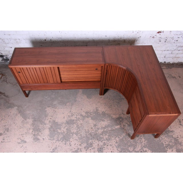 Contemporary 1950s Edward Wormley for Dunbar Curved Two-Piece Corner Credenza For Sale - Image 3 of 13