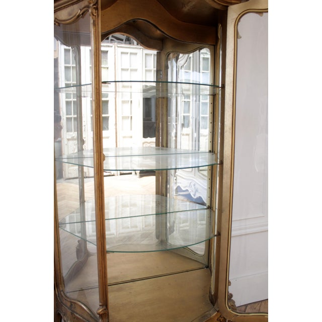 Wood Early 20th Century Louis XV Style Giltwood Carved Vitrine Display For Sale - Image 7 of 12