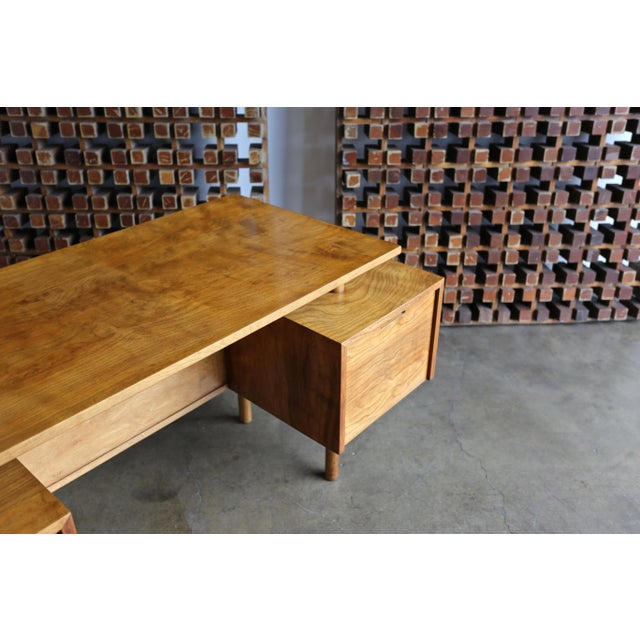 Walnut Desk by Milo Baughman for Glenn of California For Sale - Image 10 of 13