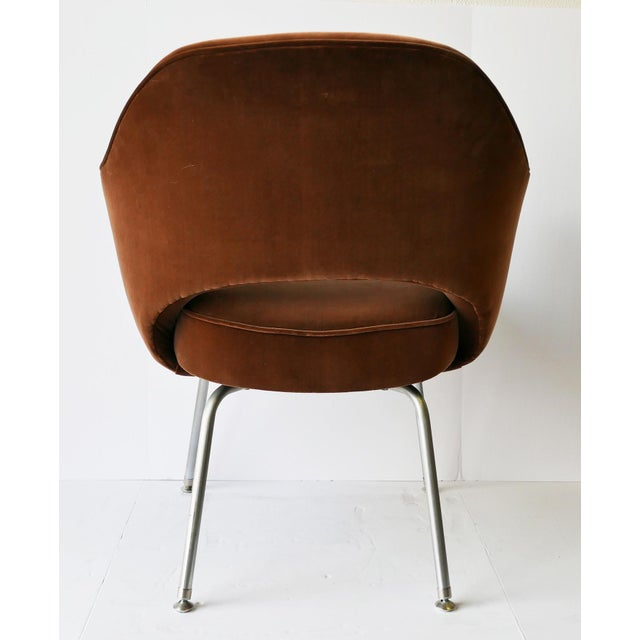 6 iconic armchairs designed by Eero Saarinen for Knoll International. The chairs feature an organic, fluid, sculptural...