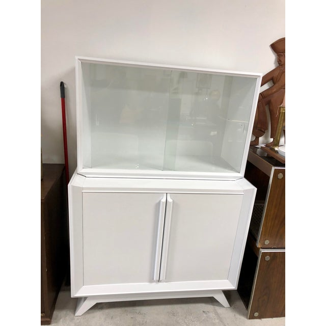 Wood 1950s Contemporary White Lacquered China Cabinet For Sale - Image 7 of 7