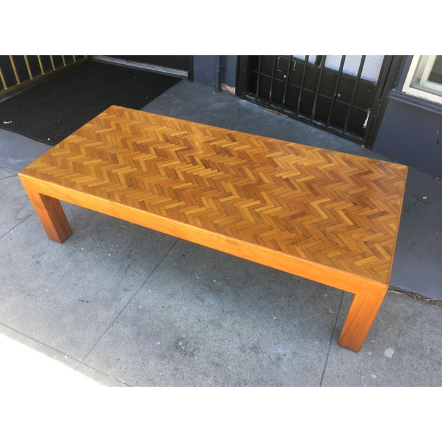 Wood 1980s Mid-Century Modern Herringbone Top Custom Rectangular Coffee Table For Sale - Image 7 of 8