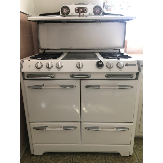 Selling this beautiful vintage white O'Keefe & Merritt stove with griddle, four burners, one oven and one broiler...