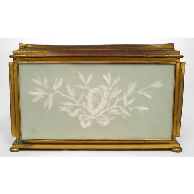 French Victorian Green and White Pate Sur Pate Porcelain Shaped Box For Sale - Image 4 of 7