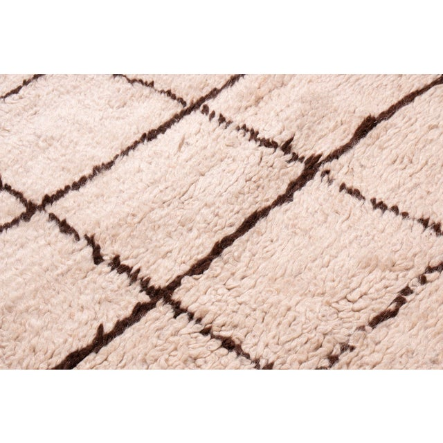 Contemporary Moroccan Hand-Knotted Cream and Brown Wool Rug - 4′1″ × 6′2″ For Sale - Image 4 of 6