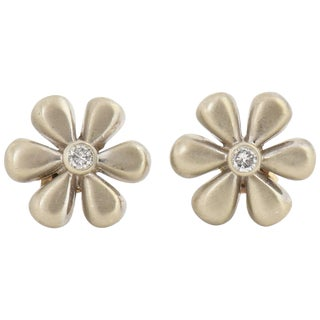 1990s Vintage White Gold and Diamond Daisy Flower Earrings For Sale