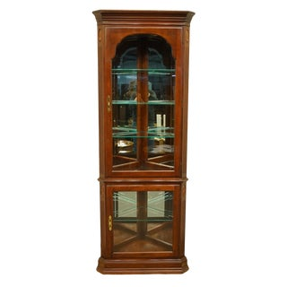 20th Century Georgian Ethan Allen Corner Display Curio Cabinet For Sale