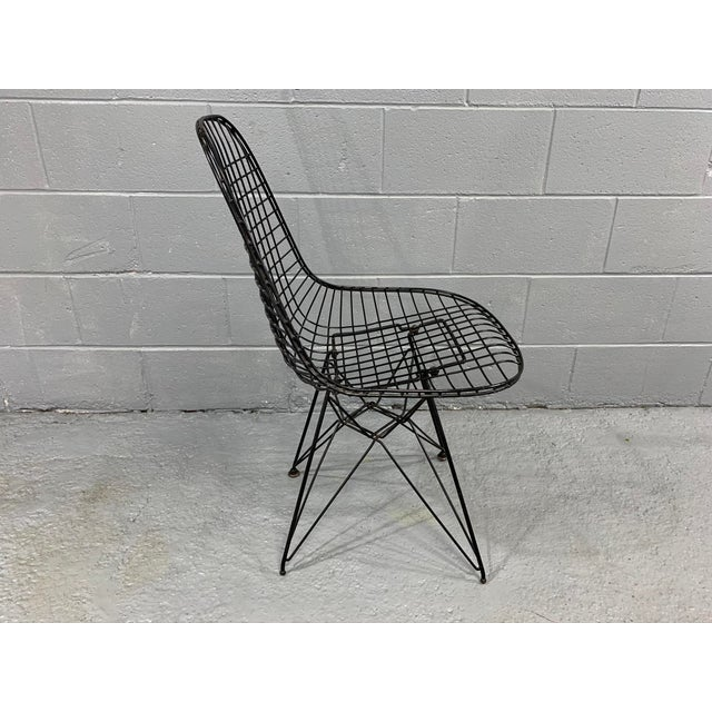 Charles Eames Wire Eiffel DKR Chair in Black Coated Metal For Sale In Boston - Image 6 of 10
