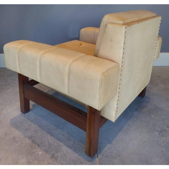 """Sergio Rodrigues 1960s Sergio Rodrigues """"Navona"""" Club Chairs in Jacaranda and Leather - A Pair For Sale - Image 4 of 10"""