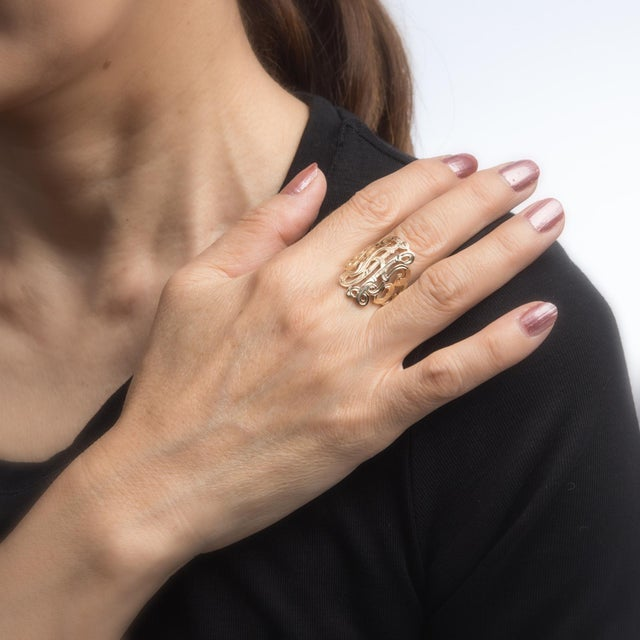 Wide Band Scrolled Ring Vintage 14 Karat Yellow Gold Estate Fine Jewelry For Sale In Los Angeles - Image 6 of 7