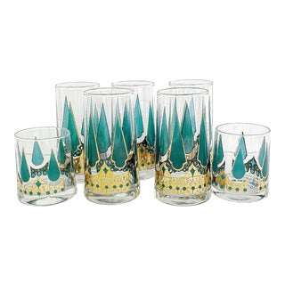 Vintage Ca. 1950's Set of Cocktail Glasses Flared Base, Gold Emerald Pattern - the 7 Pieces For Sale