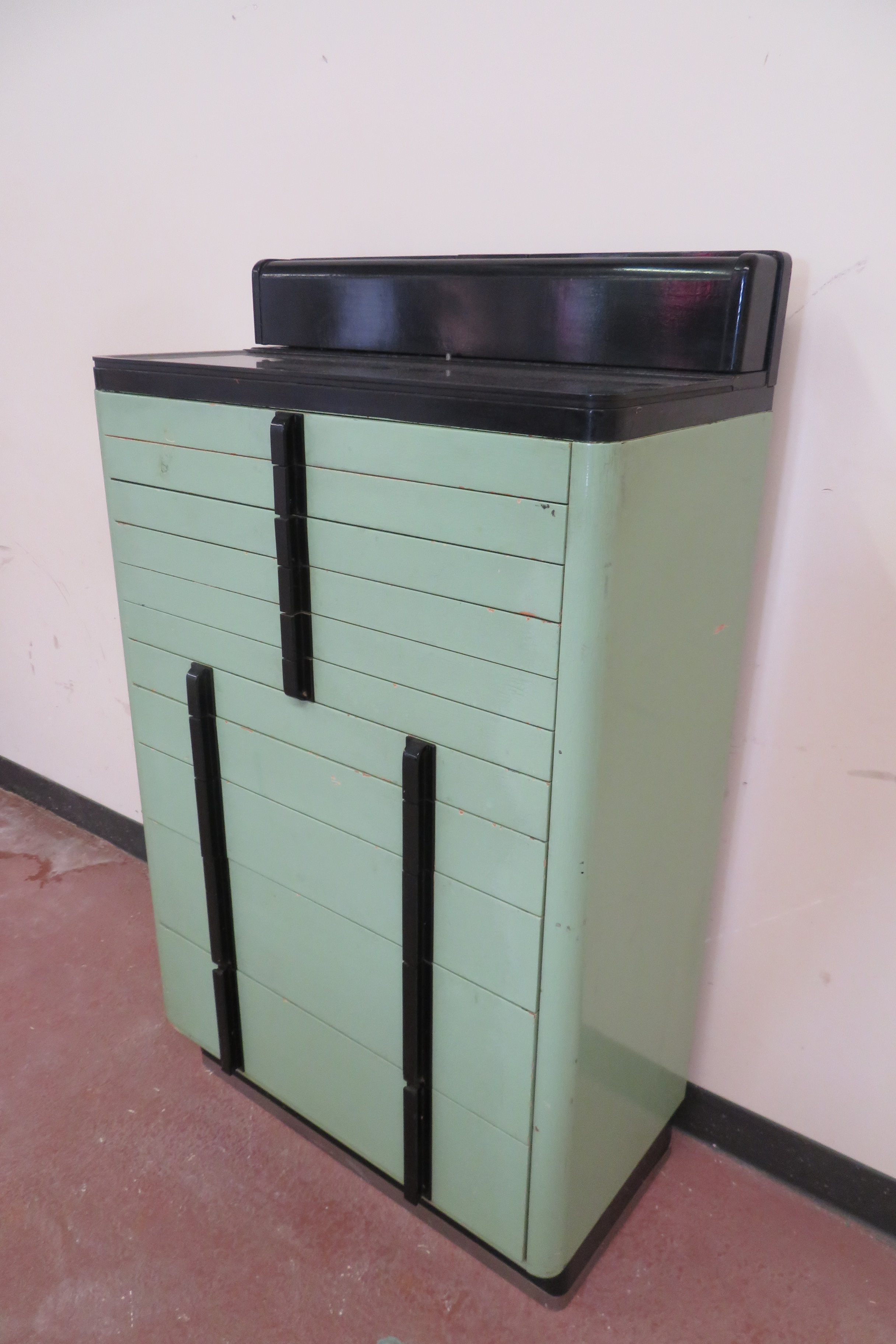 Superieur Very Cool Retro (maybe Art Deco) Dental Cabinet In Pale Mint Green U0026 Black