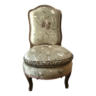 Pale Gray Floral Embroidered Silk French Slipper Chair For Sale