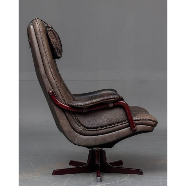 Mid-Century Modern Leather and Rosewood Recliner and Ottoman For Sale - Image 3 of 10