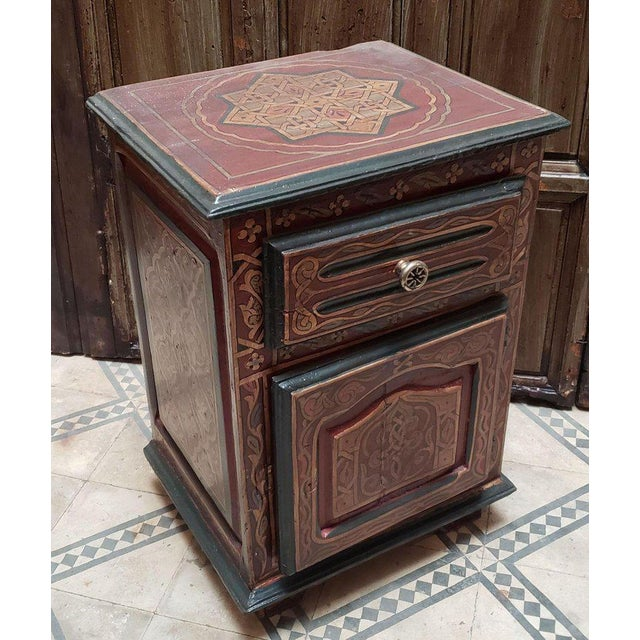 1990s Moroccan Hand Painted Wooden Nightstand For Sale In Orlando - Image 6 of 7