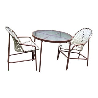 Mid-Century Modern Tropitone Round Table & 2 Chairs - Set of 3 For Sale