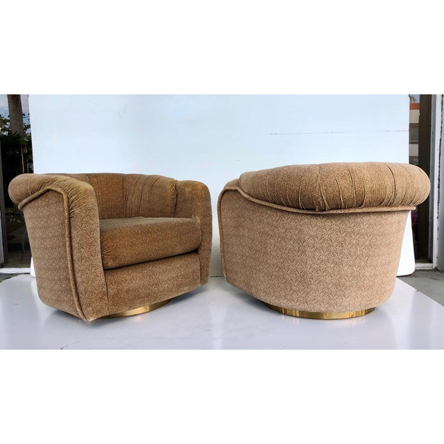 Available for sale: Pair of 1970's Swivel chairs attributed to Milo Baughman for Thayer Coggin. These club chairs have the...