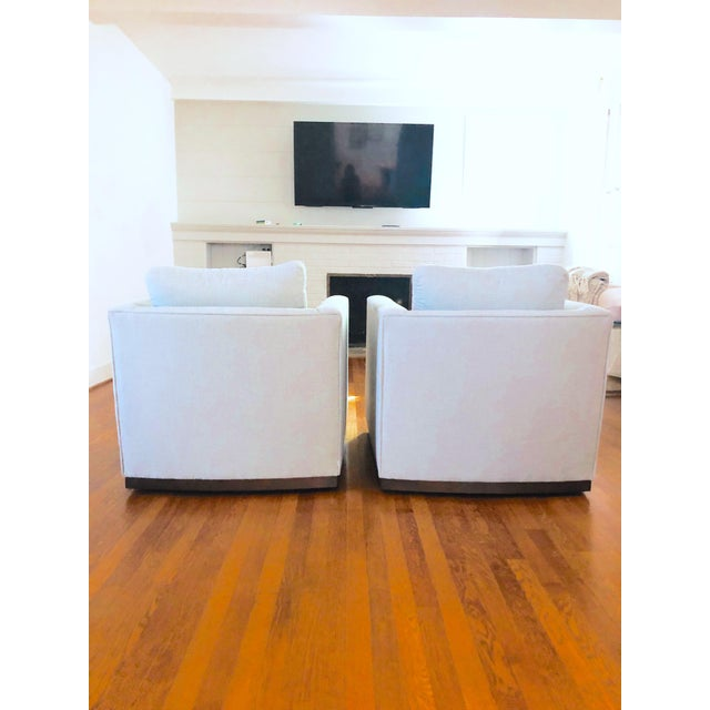 Brand new stunning pair of Lee Industries 7022-01 swivel chairs in custom Crypton pendlestone stone (grey) performance...