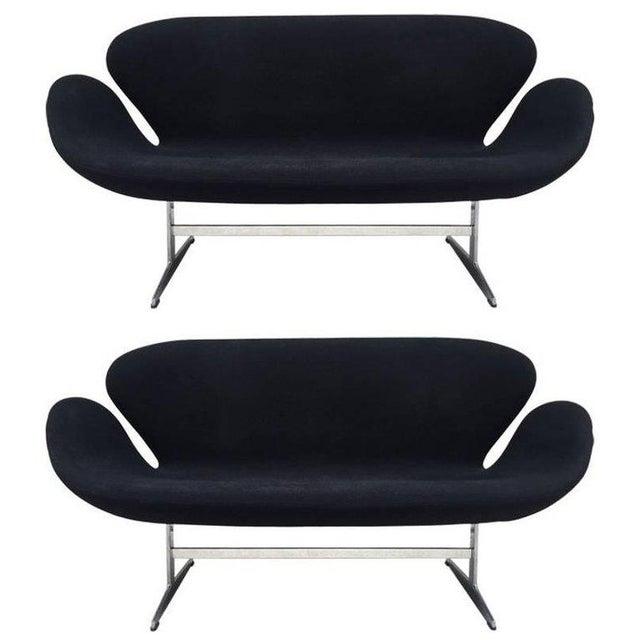 Pair of Arne Jacobsen Swan Sofa for Fritz Hansen For Sale In New York - Image 6 of 6