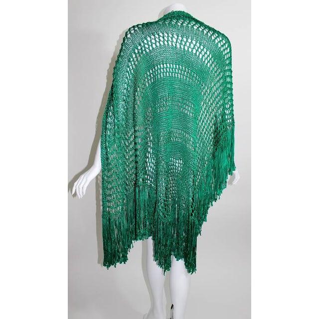 Silk 1930s Emerald Green Crochet Fringe Shawl For Sale - Image 7 of 8
