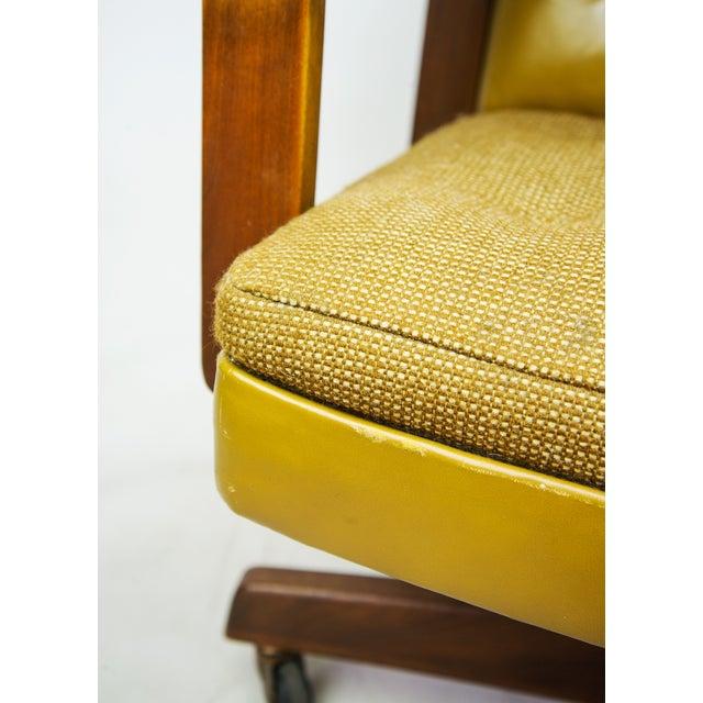 1970s Gunlocke Co. Yellow Swivel Office Chair - Image 7 of 10