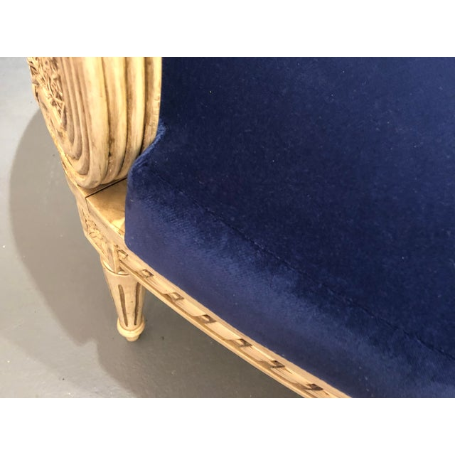 1950s Vintage Traditional French Provincial Settee For Sale - Image 4 of 12