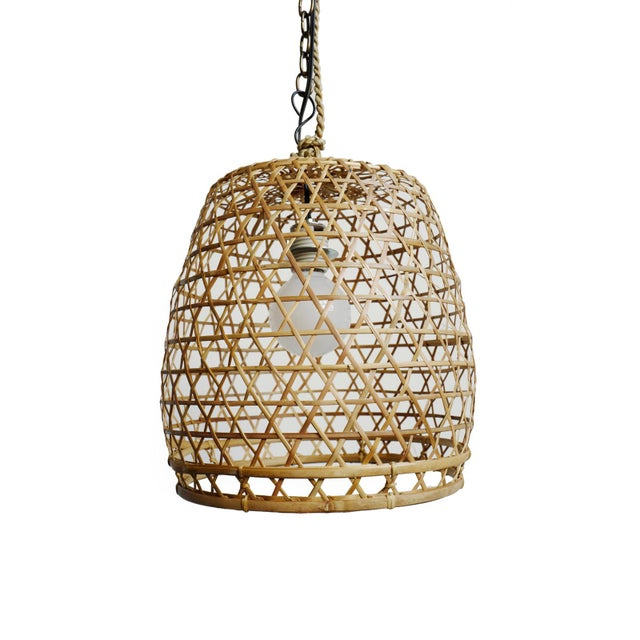 Hand crafted natural raw wicker fish basket lantern with flat top design. Good for use indoor or under cover outdoor use /...