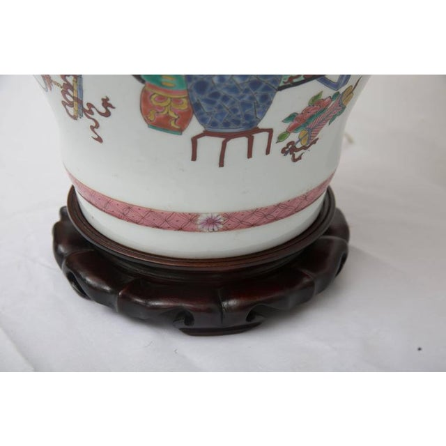 Pair of Chinese Urn Lamps on Scalloped Bases For Sale - Image 4 of 5