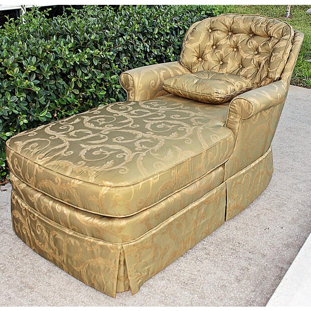 Skirted chaise longue chairish for Chaise longue tours