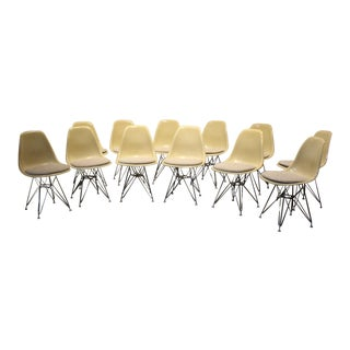 Set of 12 Vintage Eames for Herman Miller Fiberglass Side Chairs Eiffel Tower Bases For Sale