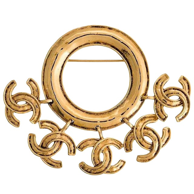 Chanel Vintage Gold Round Hanging Charms Evening Brooch For Sale