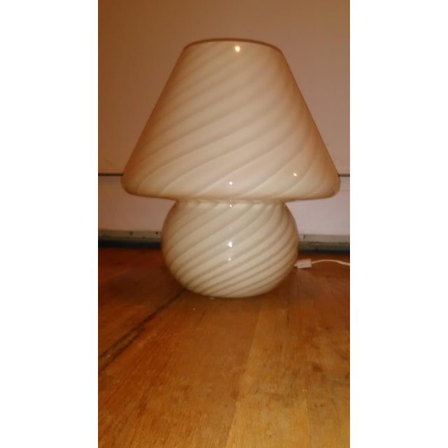 Gorgeous Vetri Murano glass mushroom table lamp with swirl pattern. Great condition a few scuffs. 15dia 16h