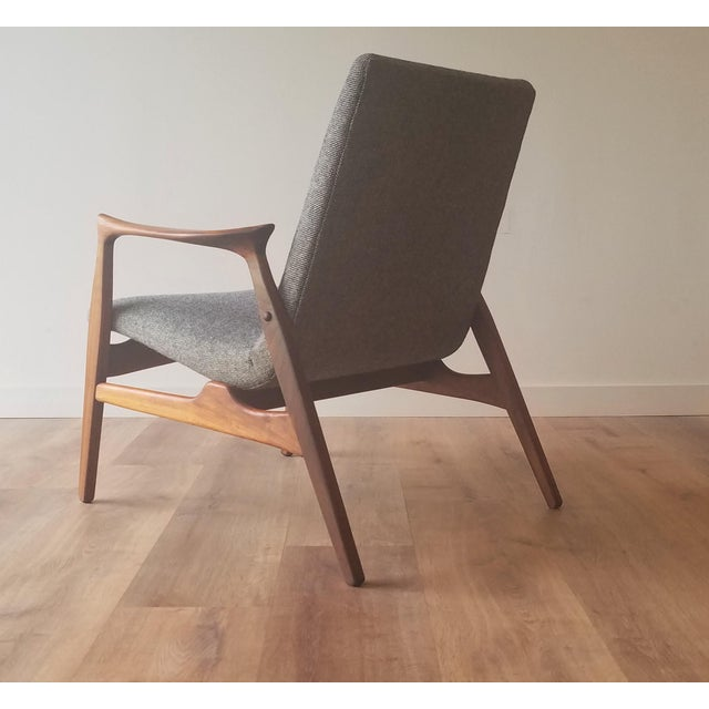 Mogens Kold Møbelfabrik 1950s Arne Hovmand-Olsen Lounge Chair (Model 240) for Mogens Kold Møbelfabrik - Newly Upholstered For Sale - Image 4 of 13