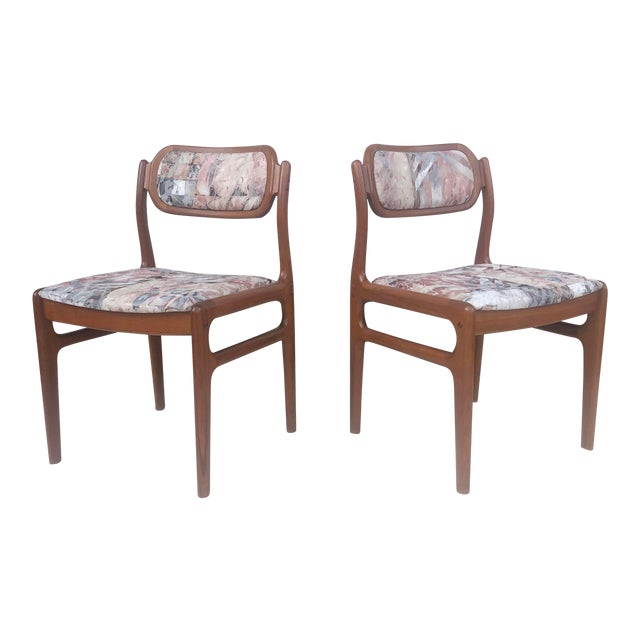 Mid-Century Modern Mid-Century Modern Sculpted Teak Dining Chairs- Set of Four For Sale - Image 3 of 13