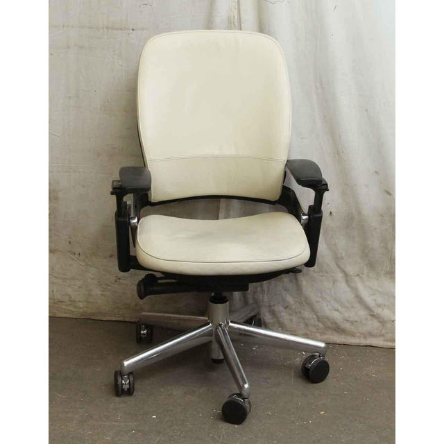 Mid-Century Modern Black & White Office Chair by Steelcase For Sale - Image 3 of 8