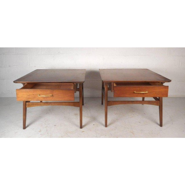 Vintage Modern Walnut Nightstands - A Pair For Sale In New York - Image 6 of 9