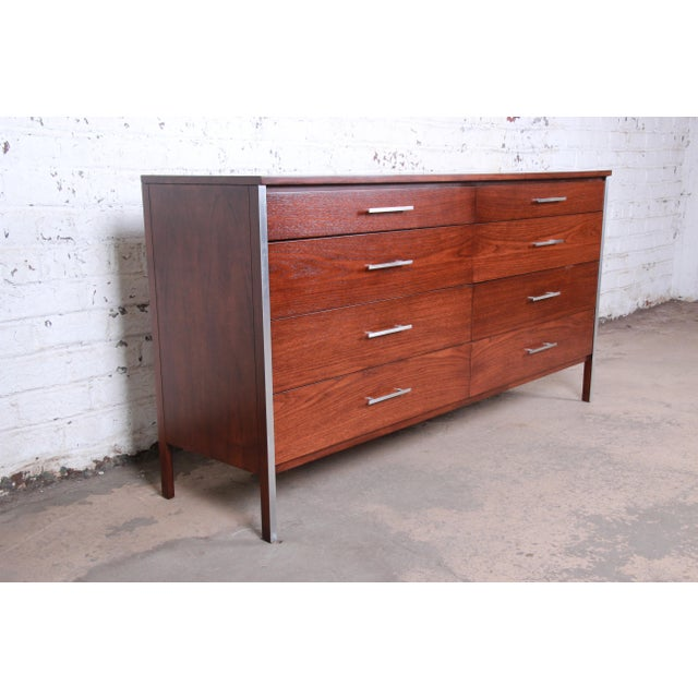 Calvin Furniture Paul McCobb for Calvin Mid-Century Modern Eight-Drawer Walnut Dresser or Credenza, Newly Restored For Sale - Image 4 of 13