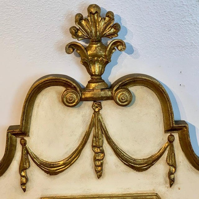 Italian Neoclassic Giltwood and Parcel Gilt Mirror For Sale In Atlanta - Image 6 of 11