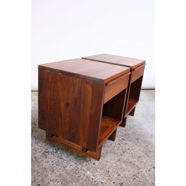Pair of Vintage New England Solid Walnut Nightstands For Sale In New York - Image 6 of 13