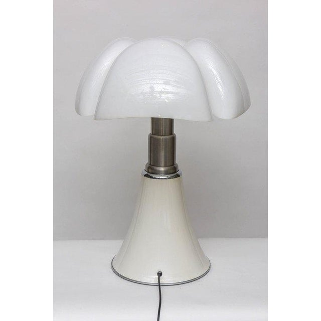 """Metal """"Pipistrello"""" Table Lamp by Gae Aulenti for Martinelli Luce For Sale - Image 7 of 11"""