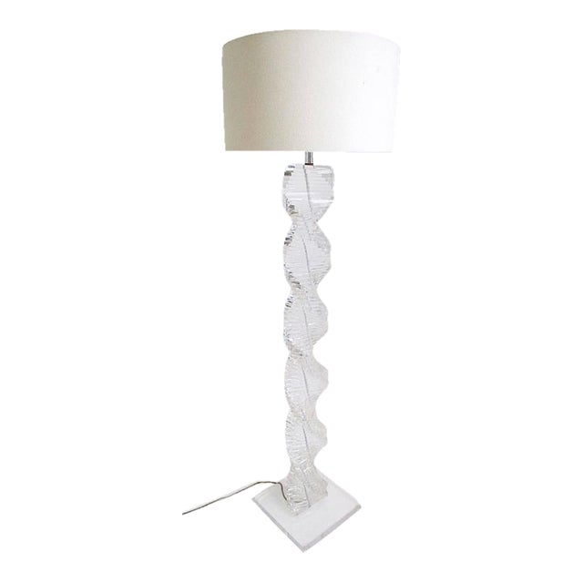 Mid-Century Vintage Spiral Lucite Lamp For Sale - Image 4 of 4