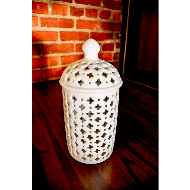 Anglo-Indian Modern Classic Porcelain Ginger Jar For Sale - Image 3 of 8