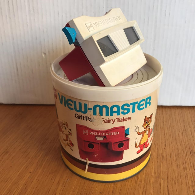 Cool view-master from the late 1960's. This View-Master comes in its original packaging. The original slides are not...