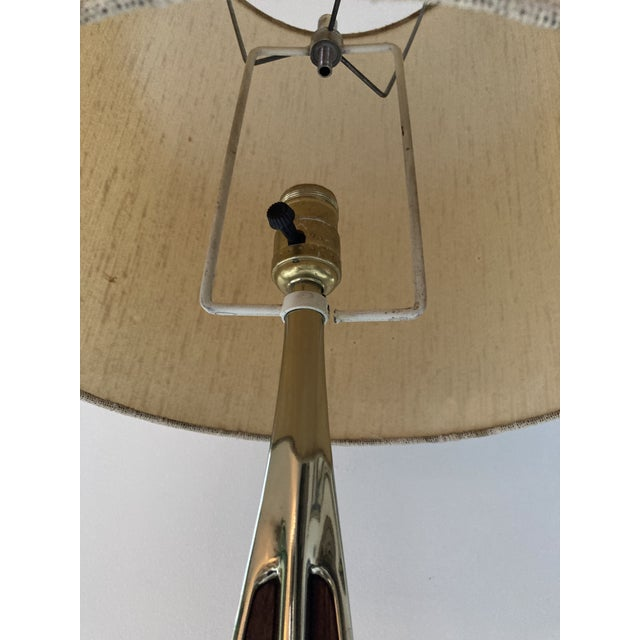 Mid-Century Modern 1960s Laurel Brass and Walnut Table Lamp For Sale - Image 3 of 5
