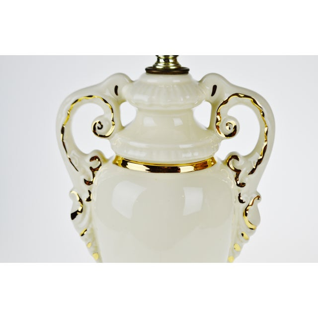 French Victorian Ulrich Style Porcelain and Gilt Table Lamp For Sale In Philadelphia - Image 6 of 9