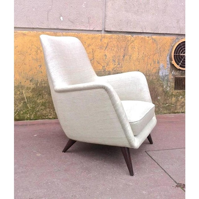 Pair of Extremely Refined Design Pair of Armchairs attributed to Gio Ponti For Sale - Image 6 of 7