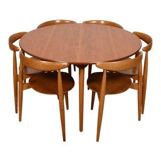 "Hans Wegner 3-Legged Set of 6 ""Heart"" Chairs & Matching Table for Fritz Hansen For Sale"