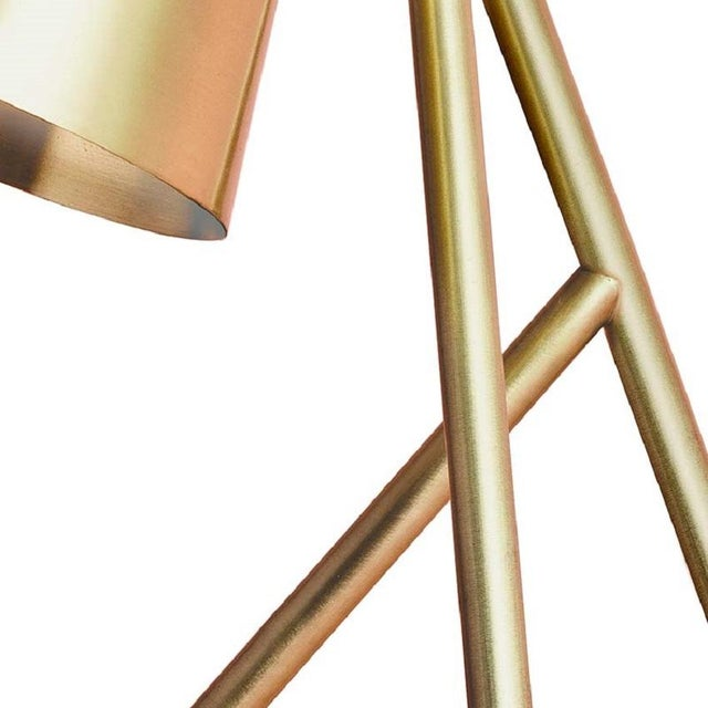 Hilma is a table lamp in brushed and lacquered solid brass. Hilma is 34 cm high and has a maximum width of 31 cm. The...
