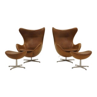 Pair of Arne Jacobsen Egg Chairs With Ottomans for Fritz Hansen, Cognac Leather For Sale