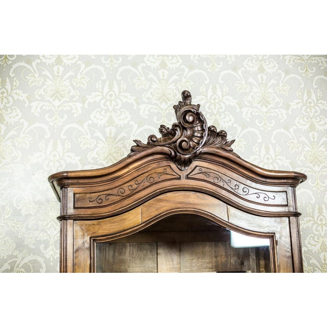 Early 20th-Century Walnut Neo-Rococo Showcase For Sale - Image 4 of 11